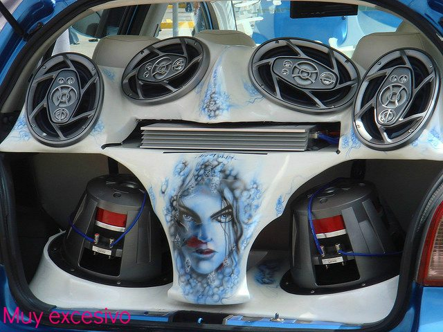 coches tuning altavoces